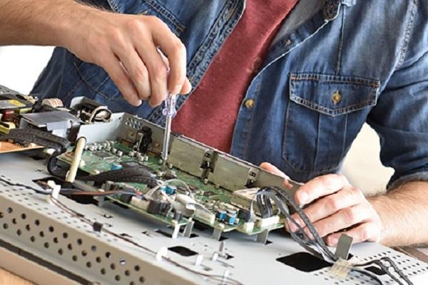 Điện lạnh Bách Khoa cung cấp dịch vụ sửa chữa tivi tại nhà ở việt hưng
