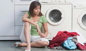 Một số loại vải nếu giặt bằng máy sẽ bị nhão, sờn thậm chí rách hỏng quần áo