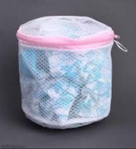 Sử dụng lưới giặt để đảm bảo cho quần áo không bị quấn vào nhau gây nhàu nát