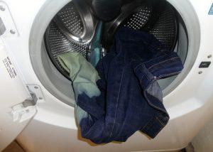 giat-quan-jeans-voi-may-giat-nhung-sai-lam-thuong-gap