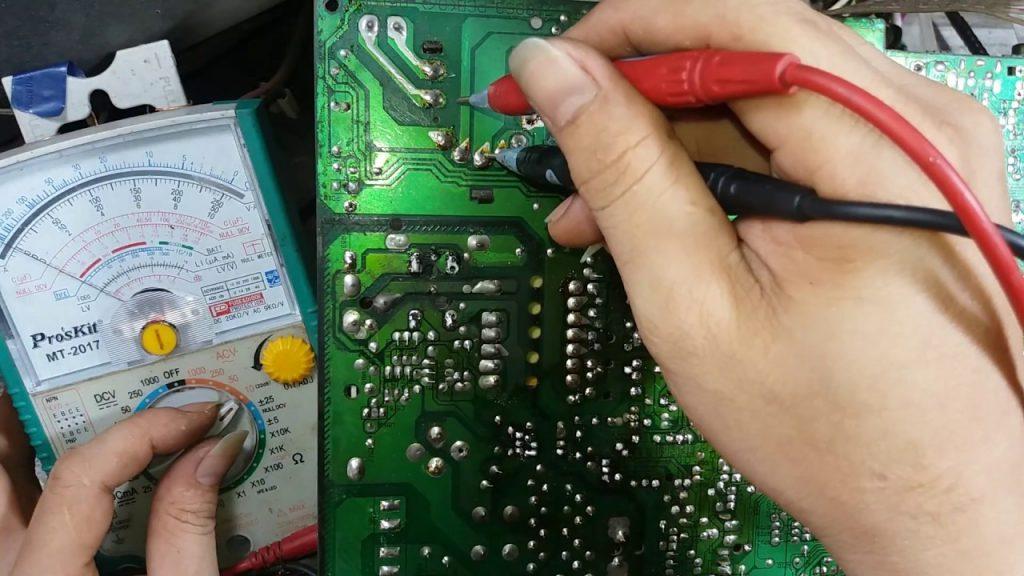 Đội thợ chuyên nghiệp sẽ có đầy đủ thiết bị sửa chữa