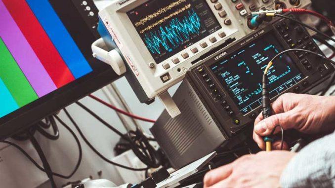 Đội thợ sửa tivi tại nhà hà đông chuyên nghiệp có đầy đủ thiết bị hỗ trợ