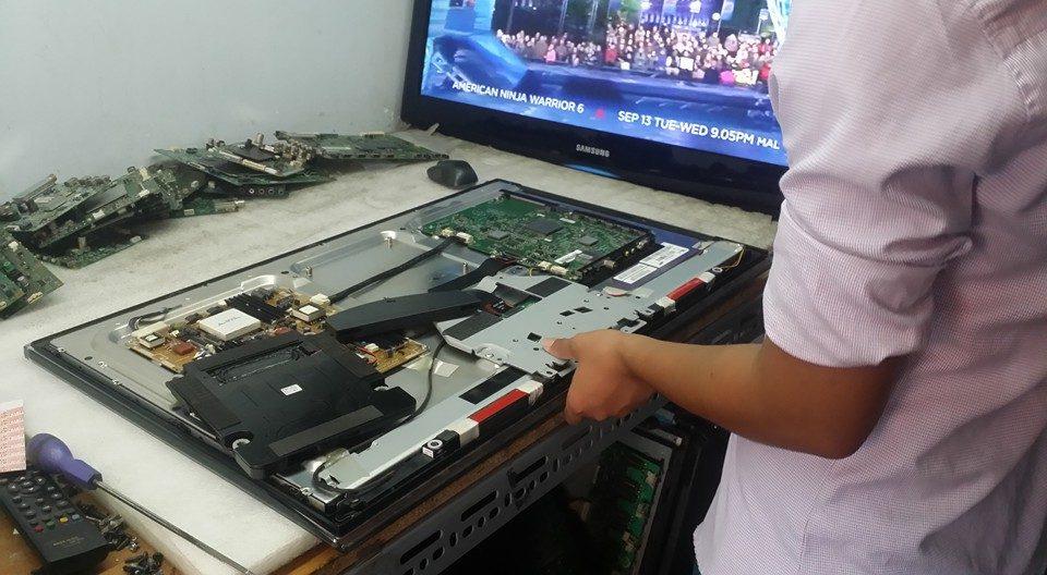 Điện lạnh Bách Khoa thay màn hình tivi panasonic chính hãng giá hợp lý