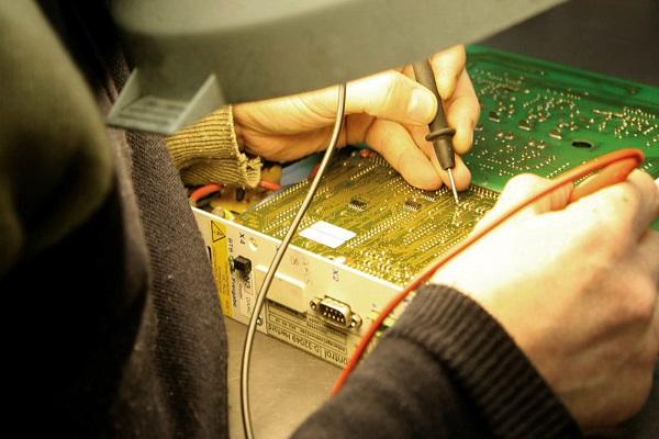 Điện lạnh Bách Khoa quy tụ đội ngũ thợ sửa tivi có tay nghề cao