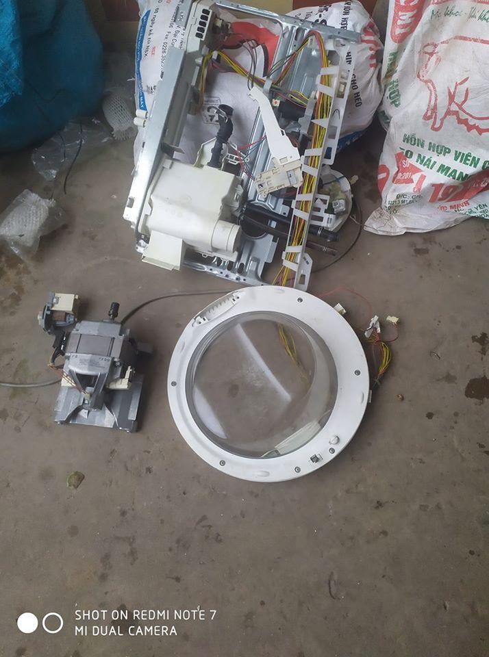 Cửa máy giặt electrolux hỏng do kéo mạnh